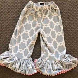 gray & white patterned bottoms